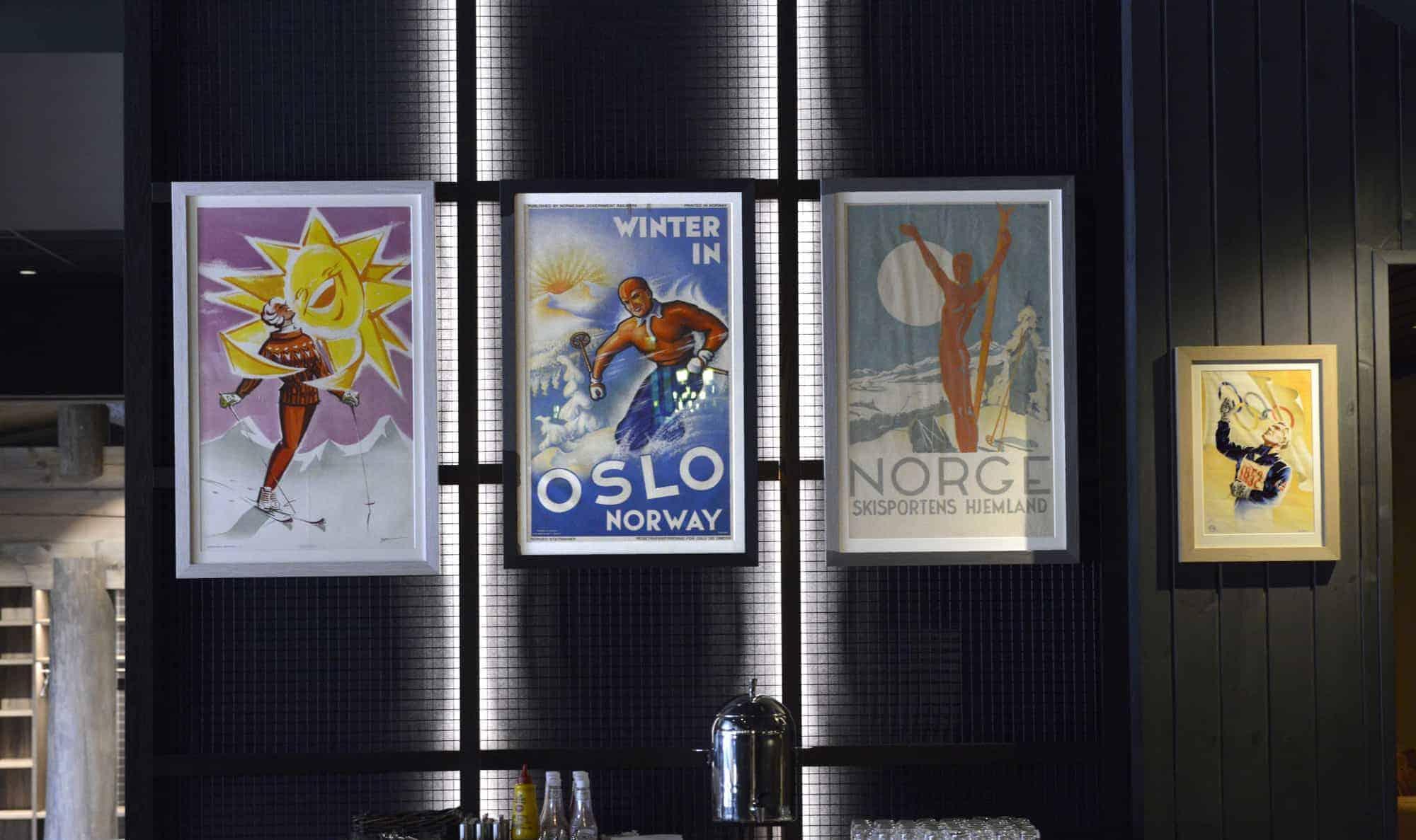 Oslo 1952. Plakat laget av Knut Yran (1920-1998). The Gundersen Collection har i dag har en av de største private samlingene med plakater med norske vintersportmotiv. Fra før 1907 og opp til i dag.