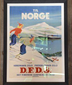 50-tallet: Båten mellom Norge og Danmark fraktet skiturister til feire mellom annet ved fjordene. D.F.D.S. Det forenede Dampskibsselskab mellom København og Oslo og Fredrikshavn og Oslo.