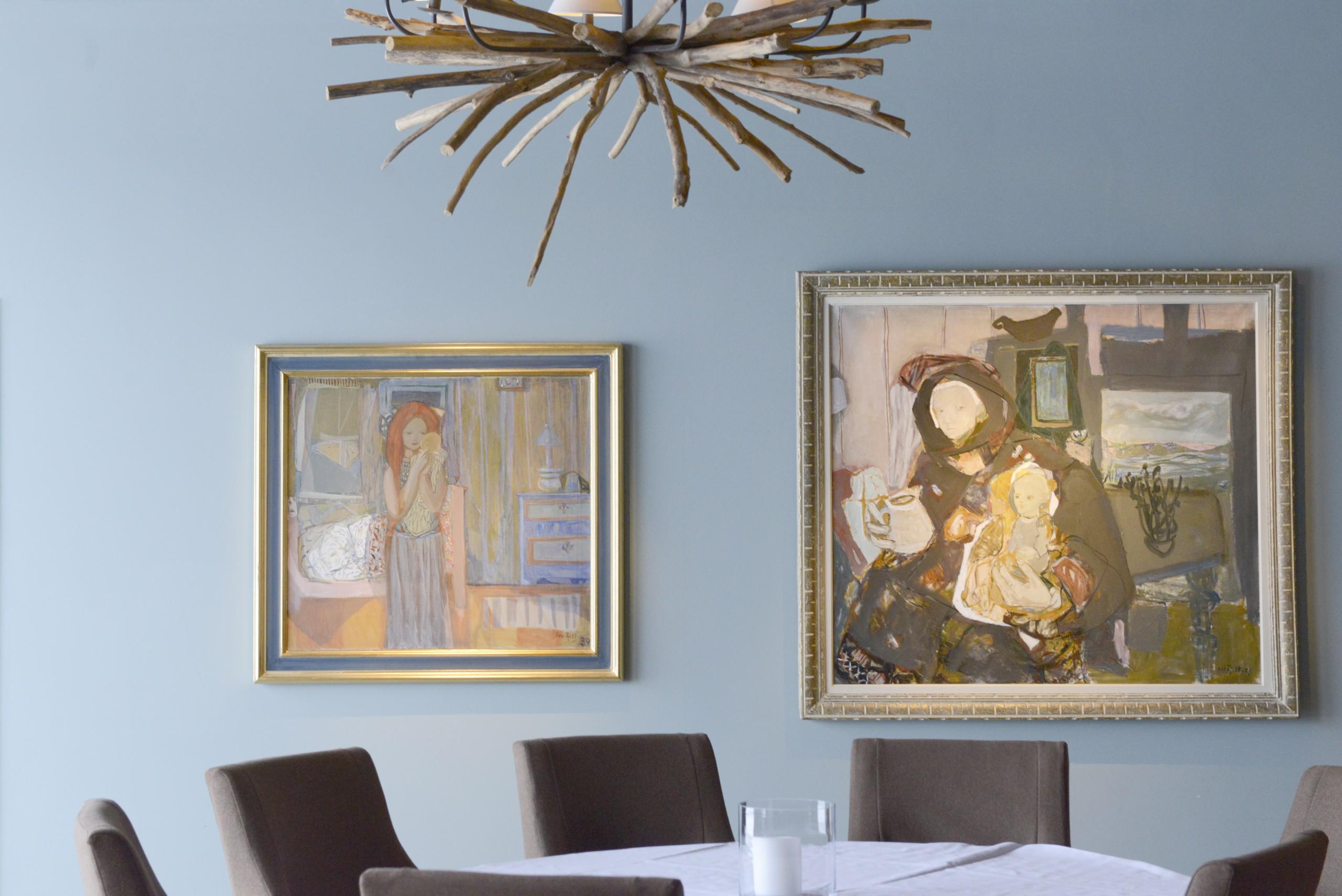 """""""Morgen"""" 1939/43 Olje på lerret 89x100 cm Var han ikke fornøyd, satte Kai Fjell bort maleriet, eller han brant det opp. I 1939 satte han bort dette bildet og tok det ikke fram før i 1943. Året etter at hans første sønn ble født. Nå ble maleriet korrigert, signert og datert. Senere fikk bildet sitt opprinnelige årstall -39. """"To generasjoner» 1938 Olje på lerret 127x140 cm Maleriet «To generasjoner» var utstilt på Biennalen i Venezia i 1952, på . Musée d'Art Moderne de la Ville de Paris i 1963-64, på Kunstnernes Hus, Oslo 1971, på Henie-Onstad Kunstsenter på Høvik i 1977 og på Haugar Vestfold Kunstmuseum i 2007."""
