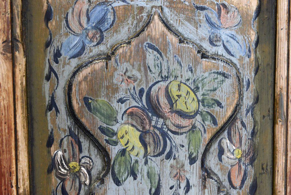 The Gundersen Collection er en imponerende samling av kunst og norske bondeantikviteter. Store deler av samlingen er stilt ut på hotellet Vestlia Resort i fjellbygda Geilo, Norge. The Gundersen Collection har også Norges viktigste private samling med grafikk av Edvard Munch. Ikke minst flere håndkolorerte grafiske verk. Samlingen inneholder også et rikholdig utvalg av eksklusive drikkekar i tre. Samlingen har også mange sentrale verk av maleren Kai Fjell. Her en detalj fra en rosemalt kannestol, trolig malt av Gunnar E. Veggesrudlia (1798-1869) som var fra Eggedal. Han var tidliger kjent som Gunnar Målaren.