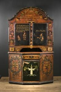 Framskap Dekorert med figurer og Kristus på dørene og rosemalt Malt av Embrik Bæra i 1846 til kårstua på garden Quie(Kvie) i Flå i Hallingdal. Kårstua er fra 1667. H: 241 B: 152